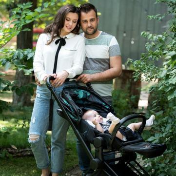 7-місячна дочка Олексія Душки разом із батьками вперше потрапила на обкладинку журналу