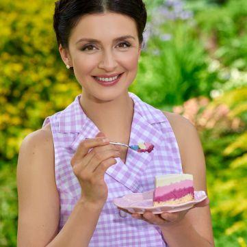 Валентина Хамайко вперше показала обкладинку своєї кулінарної книжки «Солодка неділя»