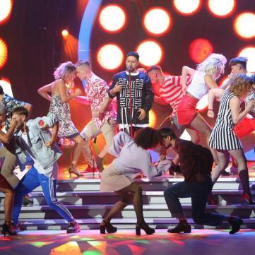 MONATIKзапалив паркет Танців з зірками разом із суддями і учасниками шоу (відео)