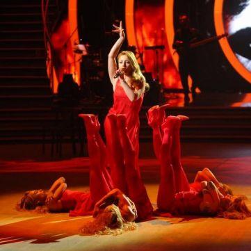 Тіна Кароль у звабливій сукні презентувала нову пісню на сцені Танців з зірками