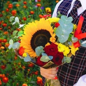 Флорист розповіла, які квіти краще дарувати на День знань