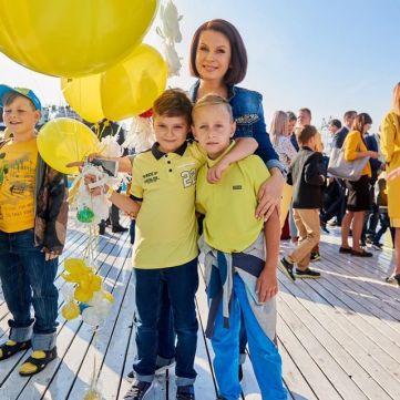 Мазур, Падалко та Хамайко відвели дітей до школи: зіркові матусі показали фото зі свята