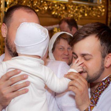 Олексій Душка показав зворушливі фото хрещення доньки
