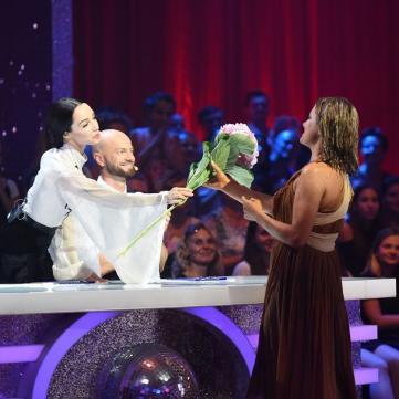Суддя Катерина Кухар розповіла, чому дарує квіти зірковим учасникам шоу