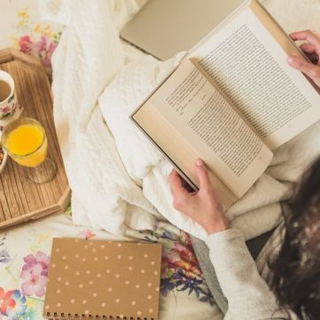 12 книжок від українських видавництв, які варто прихопити з собою під плед