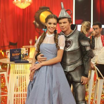 Кучеренко поцілувала Комарова у прямому ефірі