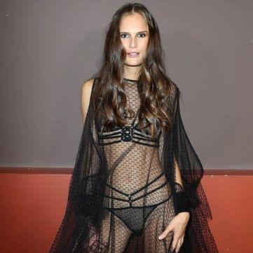 Українська супермодель Алла Костромічова відмовилась від круасанів заради паризького дефіле у білизні