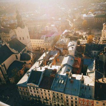 5 міст України, в які кортить поїхати навесні