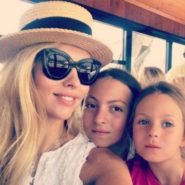 Оля Полякова розповіла, як балує своїх доньок, згадуючи своє бідне дитинство