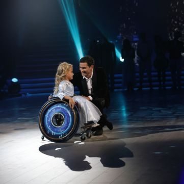 Ахтем Сеітаблаєв станцював із дівчинкою на інвалідному візку