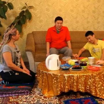 У проекті Міняю жінку покажуть родину учасника Голосу країни-4 з Казахстану