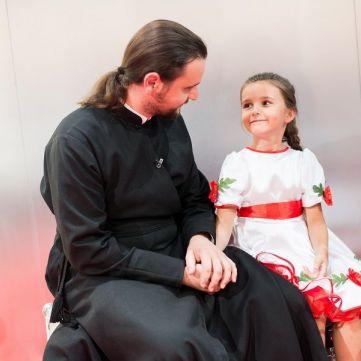 Донька священика Олександра Клименка прийшла на кастинг «Голосу. Діти»