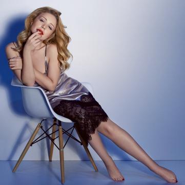 Тіна Кароль у незвичному образі прикрасила обкладинку іменитого глянцю