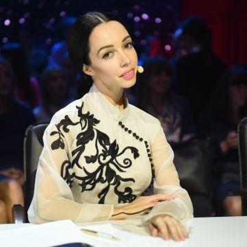«Щира» та прекрасна: Катерина Кухар у неймовірному народному вбранні (фото)