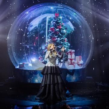 Тіна Кароль у розкішній сукні зачарувала виконанням української колядки