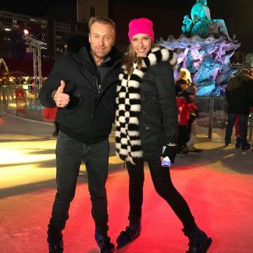 Олег Винник уперше на ковзанах: у різдвяному Берліні співак показав свої улюблені місця Каті Осадчій