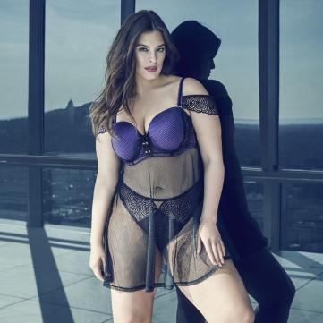 Відома модель plus size презентувала нову колекцію білизни для пишних жінок (фото)