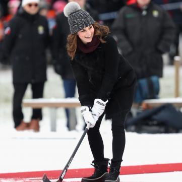 Кейт Мідлтон грає хокей на п'ятому місяці вагітності