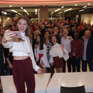Viber-фанати серіалу Школа влаштували флешмоб у вишиванках