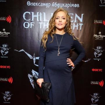 Вагітна Олена Шоптенко обрала для світського заходу приталену сукню