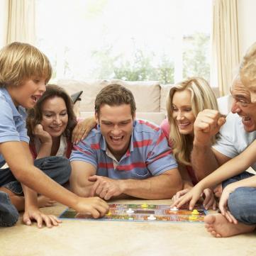 8 найкращих настільних ігор для всієї родини на літо