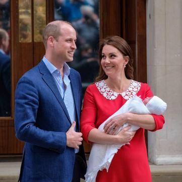 Перша поява Кейт Мідлтон із малюком викликала захват