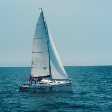 Білосніжний човник мрії та безкрає Чорне море: 1+1 представив дивовижне відео