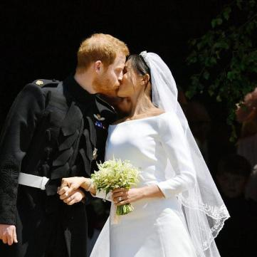 Сотні пар одружилися в Україні в день королівського весілля