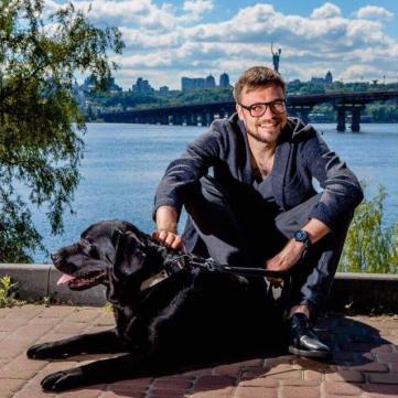 Єгор Гордєєв шукає господаря для цуценя лабрадора