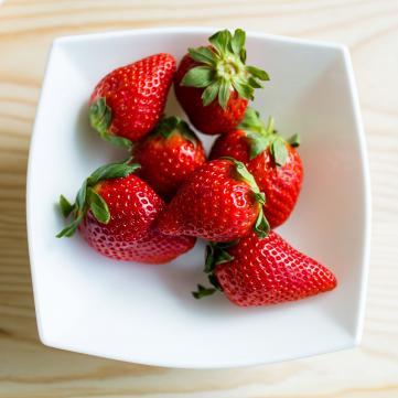 5 способів, як використовувати полуницю в догляді за собою