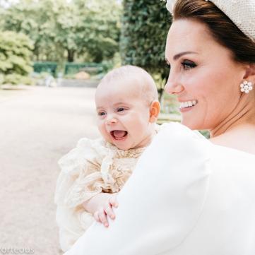 Усі в захваті: У мережі з'явилися офіційні фото з хрестин принца Луї