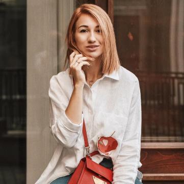 джинси сорочка зачіска