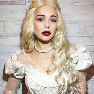 Тіна Кароль в образі Білої королеви
