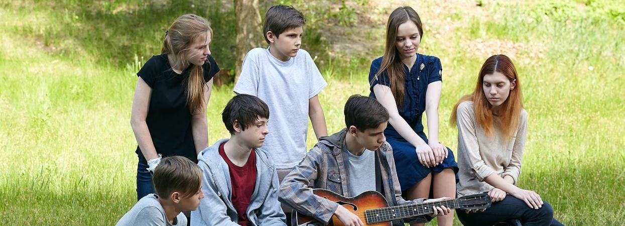 на фото актори серіалу Родинні зв'язки