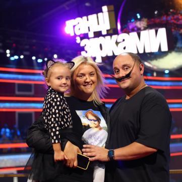 Юрий Ткач с женой и дочкой