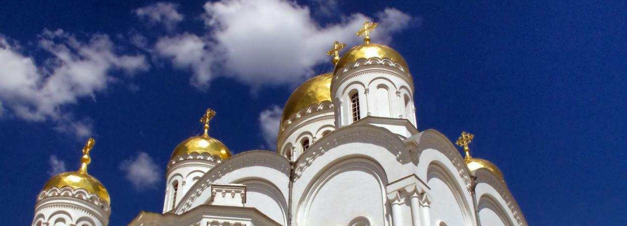 на фото православная церковь