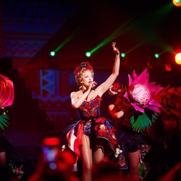 Поп-діва Оля Полякова виконала нові пісні на шоу «Королева ночі»