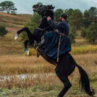 на фото бекстейдж зі зйомок фільму Чорний ворон