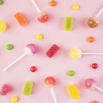 на фото цукерки, льодяники