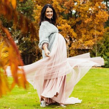 Вагітна Валентина Хамайко знялася в ніжній фотосесії з сім'єю