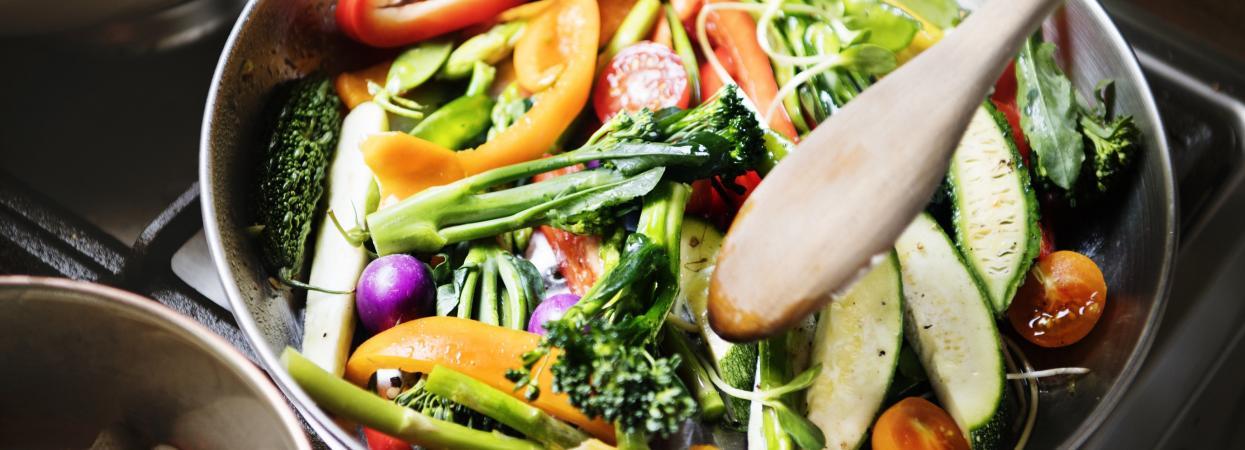 овочі на пательні
