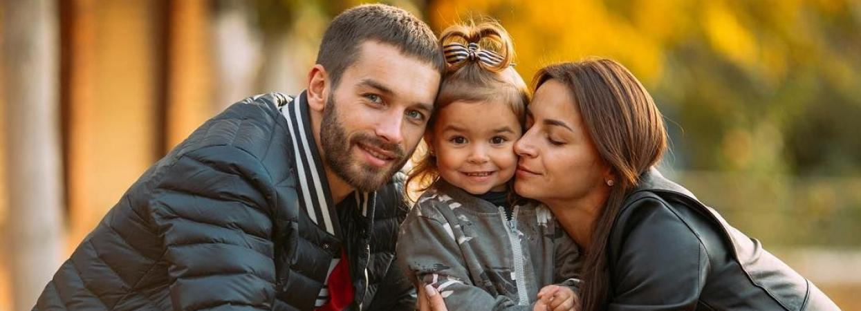 ілона гвоздьова з чоловіком і донькою
