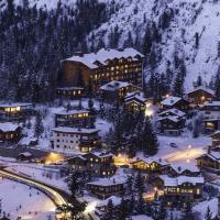 Зима, гори, курорт, куршавель, будиночки з дерева, ніч