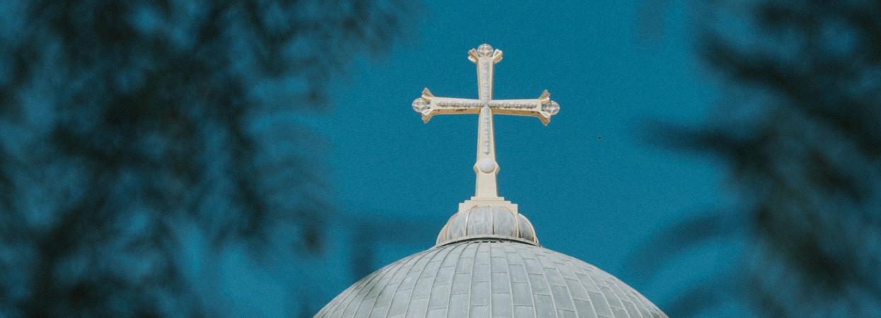 на фото церква