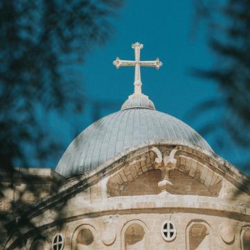на фото церковь