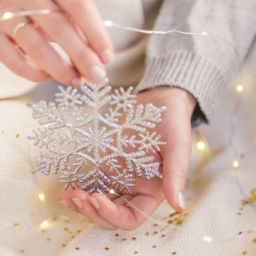 Как ухаживать за кожей рук зимой: 7 правил, которые спасут в мороз