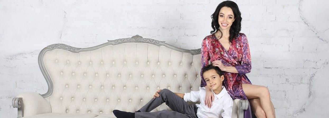 на фото балерина Катерина Кухар із сином