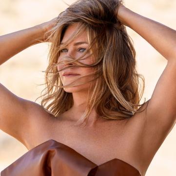 49-летняя Дженнифер Энистон поражает роскошной фигурой со страниц глянца