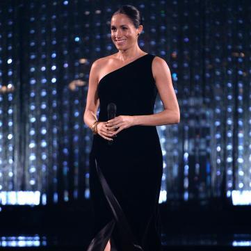 Меган Маркл у чорній сукні