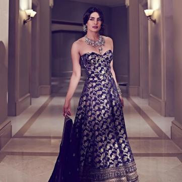Пріянка Чопра в розкішній сукні